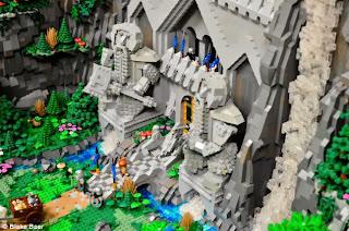 kingdom-of-erebor-lego-guard-statues