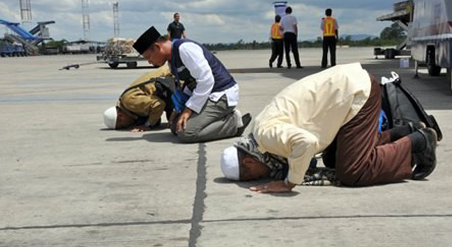 Tata Cara sujud syukur dan bacaan doa sujud syukur