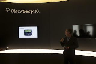 Con la versión del sistema operativo BlackBerry OS 10.1 para los desarrolladores muchos usuarios se deben estar preguntando que incluye está nueva actualización para los dispositivos BlackBerry Z10, Dev Alpha B y C. La siguiente lista es hecha por nosotros y no son los cambios confirmados por BlackBerry en la versión final de BlackBerry 10.1. Esto que mencionamos aquí son los cambios que pudimos observar en está actualización. Sin embargo, no nos fue muy bien con está actualización ya que nos encontramos con algunos problemas. Vamos a actualizar esta entrada a medida que sigamos encontrando funciones nuevas, Si tienes alguna
