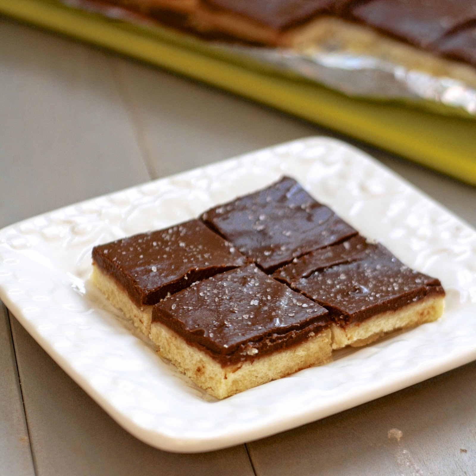 Chocolate Pudding Shortbread Bars | The Sweets Life