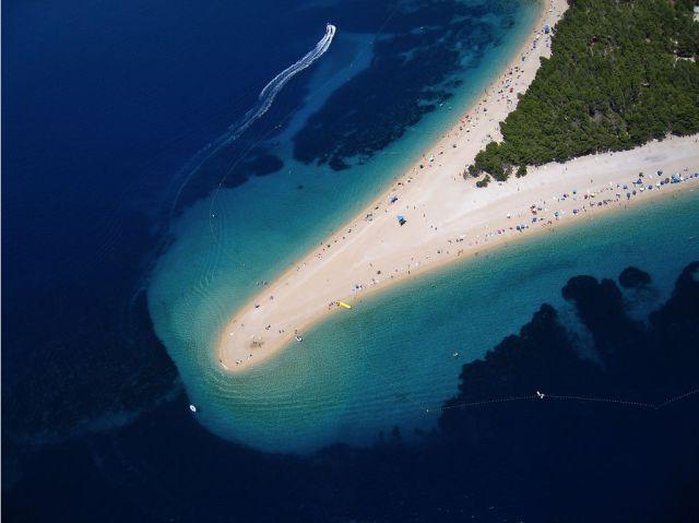 Zlatni Rat, Pantai Unik Dari Kroasia [ www.BlogApaAja.com ]