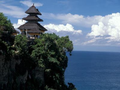 Objek Wisata Pura Luhur Uluwatu Pecatu Bali