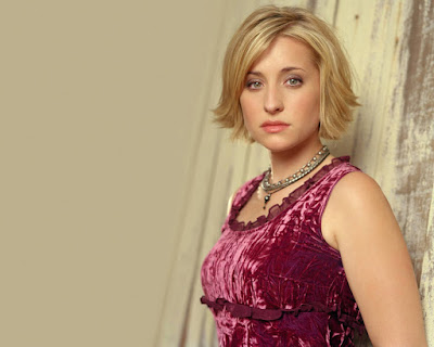 American Actress Allison Mack Wallpaper