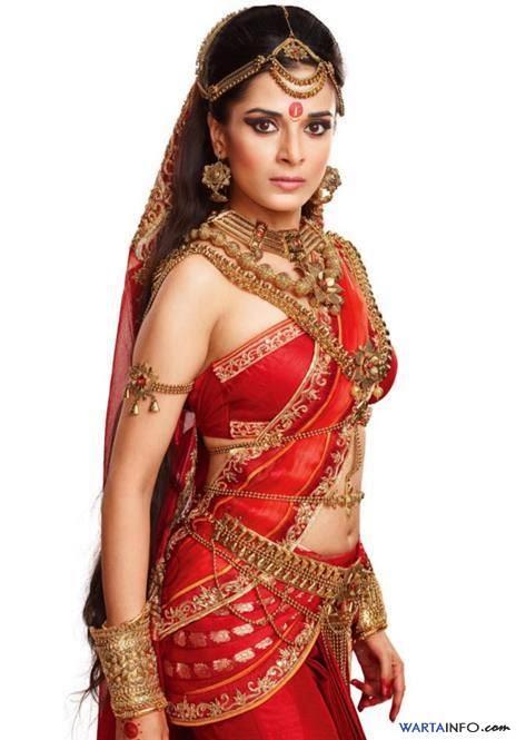 Foto wajah asli Pooja Sharma Artis Seksi India pemain Drupadi di Serial Mahabharata ANTV