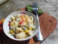 Łatwa sałatka z pierożkami tortellini i serem