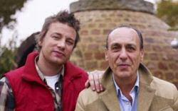 Jamie Oliver naast zijn Italiaanse mentor en TV chef Gennaro Contaldo