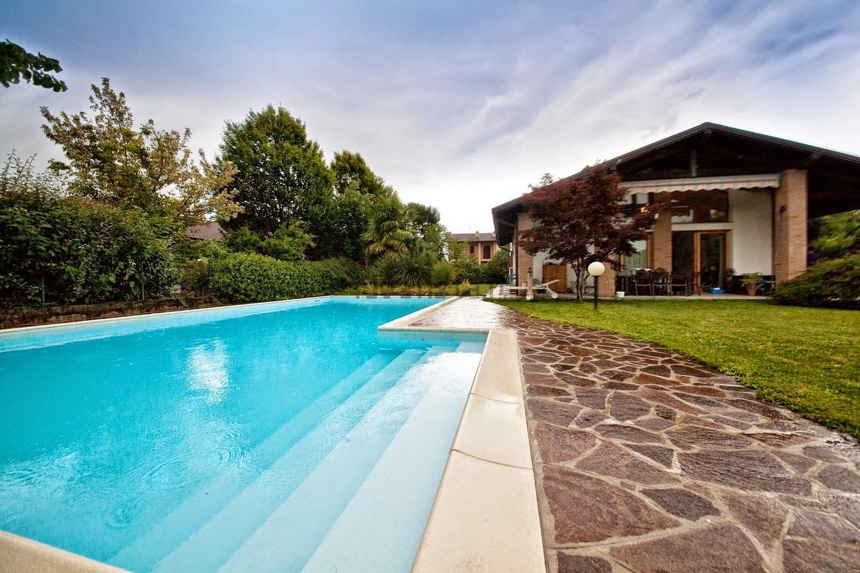Paderno d 39 adda lecco villa singola con piscina - Piscina calusco d adda ...