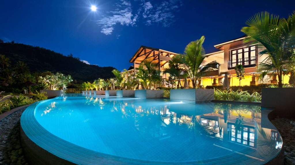 Luxury life design luxury at kempinski seychelles resort for Luxury exclusive hotels