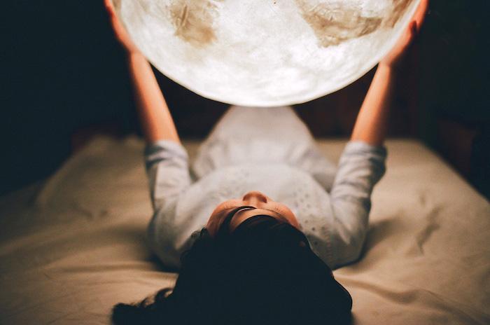 no me importara que la luna iluminase mi casa os dejo enlace al vdeo de promocin es muy bonito y se puede ver lo especial de la lmpara y sus