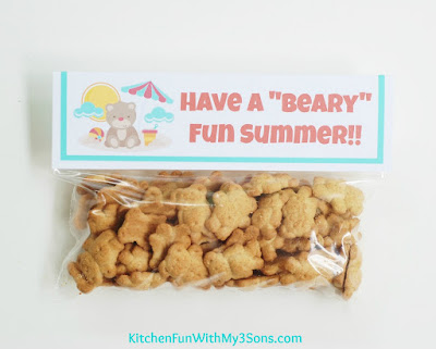 """Easy Teddy Bear Beach Cookie Take Home Bags with Free Printable & a """"beary"""" cute party! KitchenFunWithMy3Sons.com"""