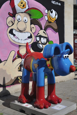 Hero Gromit (side view)