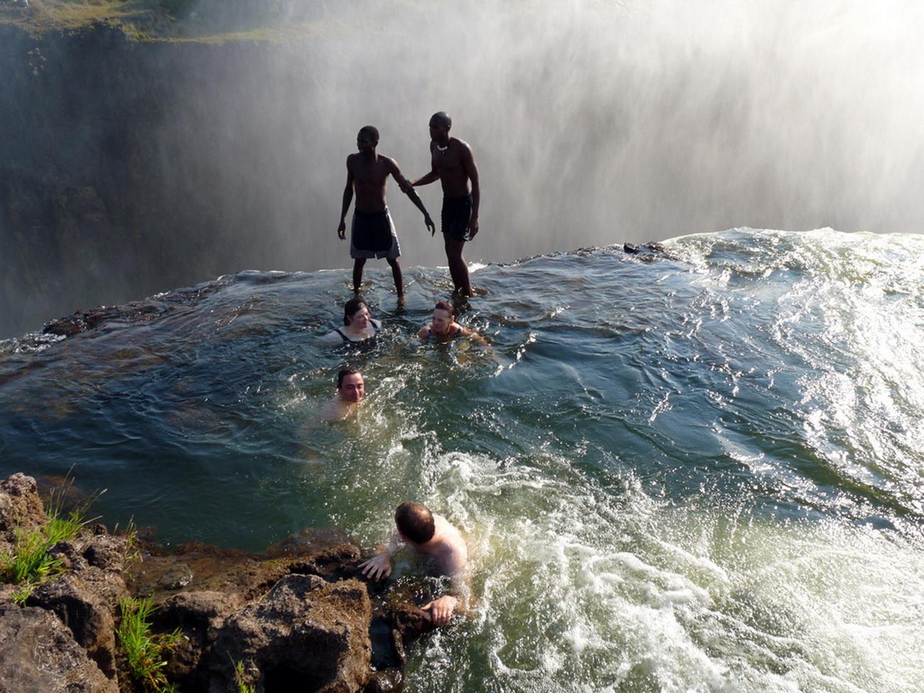 Nidokidos devil 39 s pool victoria falls zambia for La piscina del diablo
