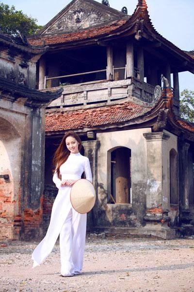Đi lễ chùa tết cầu may cùng Jerry Phạm