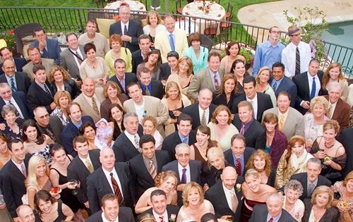 mucha gente en una boda