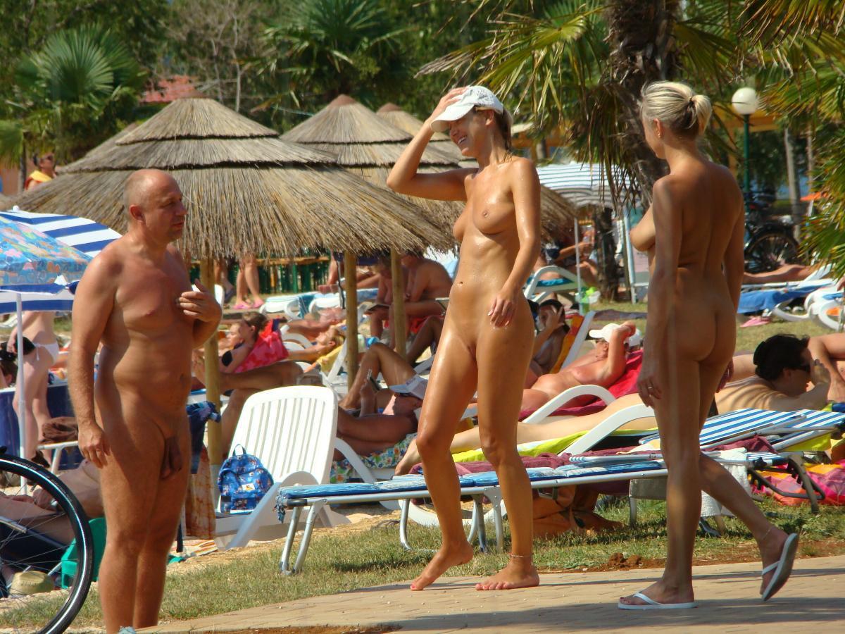 Семьи нудисток смотреть, Семья нудистов: порно видео онлайн, смотреть порно 4 фотография