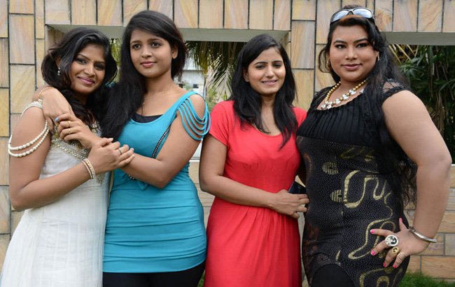 aswi-tanusha-sushmita-amma-nanna-oorelithe-movie-stills