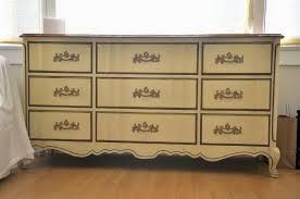 Resaltar las molduras de un mueble clásico con ChalkPaint