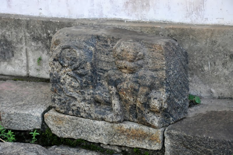 Images of sri lanka on spot artifacts at the