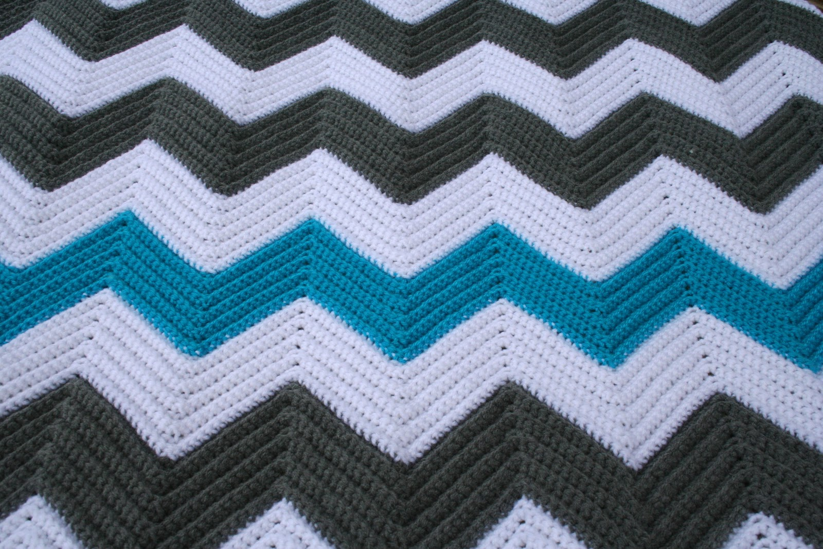 Pass the cereal chevron blanket dt1010fo