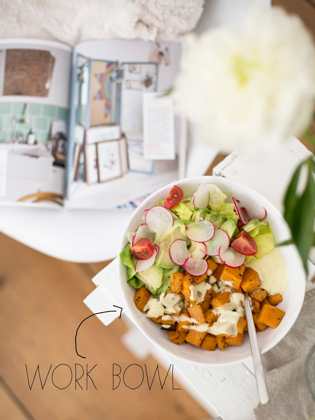 Work Bowl mit Süßkartoffeln und Salat