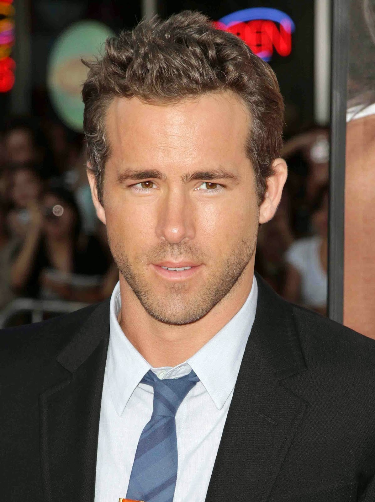 RYAN REYNOLDS 'CRAZY EXPERIENCE' OF FATHERHOOD Ryan Reynolds