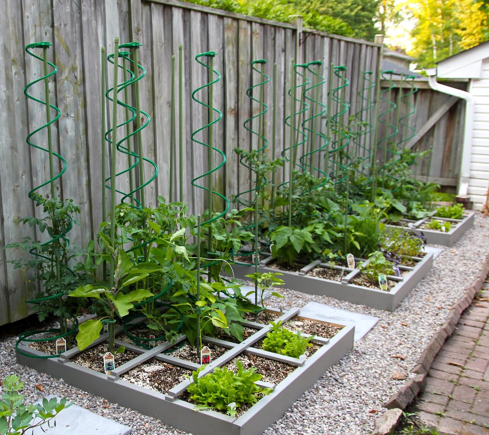 fiberchick nqr square foot gardening. Black Bedroom Furniture Sets. Home Design Ideas