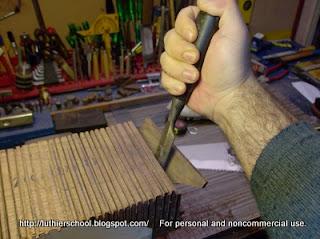 Αφαίρεση ξύλου τομών με σκαρπέλο