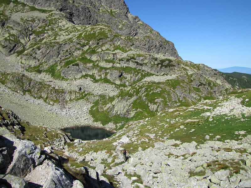 Podejście na Dolinkę Kozią, w dole widać Zmarzły Staw Gąsienicowy.