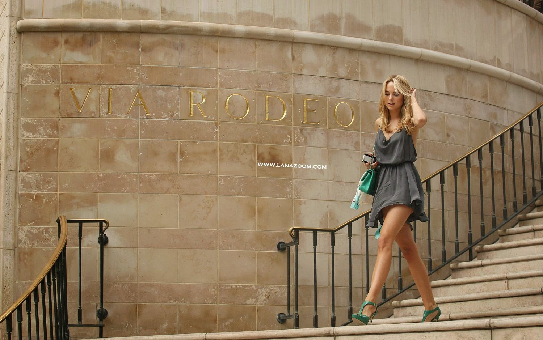 صور كيمبرلي غارنر بفستان مثير تتسوق في بيفرلي هيلز
