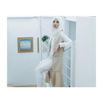 cara memakai hijab Natasha Rizki