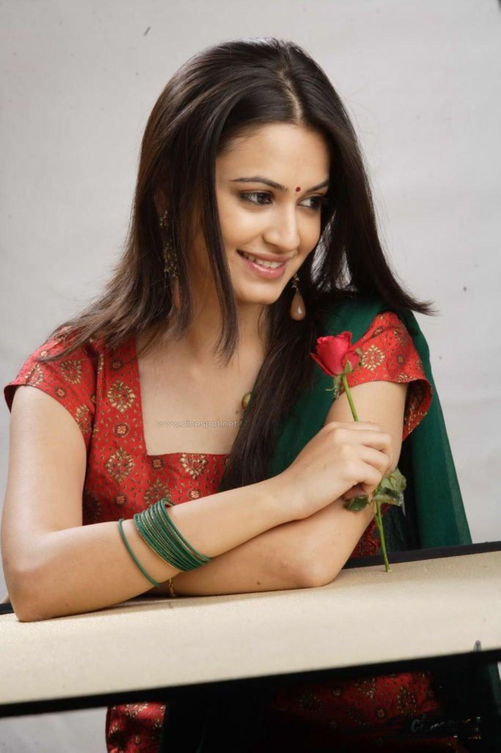 Cute kriti kharbandha photoshoot pics