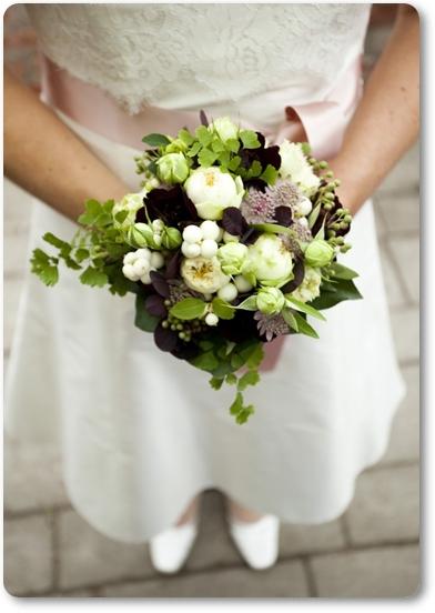 bröllop växthus, wedding green house, liten brudbukett, snöbär