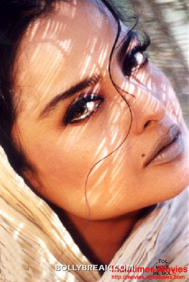 Rekha mole above lip hot lips - (10) - Rekha Hot Pics - 1980's 1970's Rekha Photo Gallery