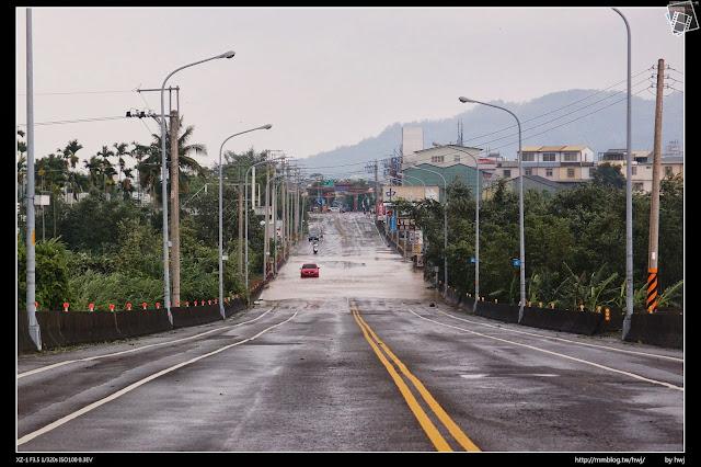 2013-07-13 蘇利颱風侵襲南投 這台紅色MAZDA,主人應該很難過了!