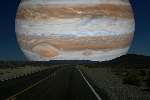 Júpiter si estuviera a la misma distancia de la Tierra que la Luna