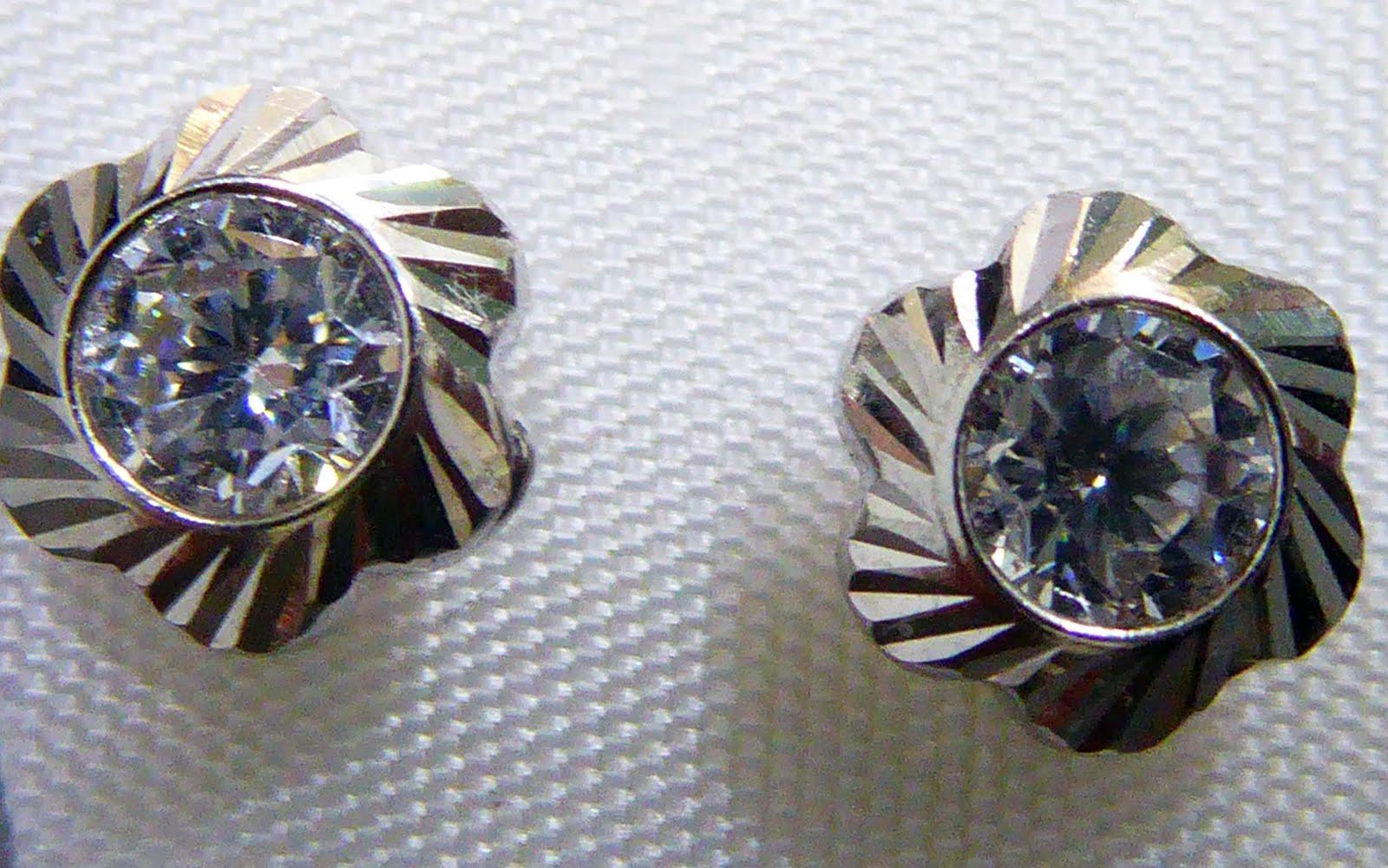 Pendientes de oro blanco, tamaño medio, con circonita