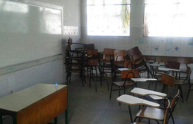 Educadores reclamam de falta de infraestrutura nas escolas de Lauro de Freitas (Foto: Divulgação)