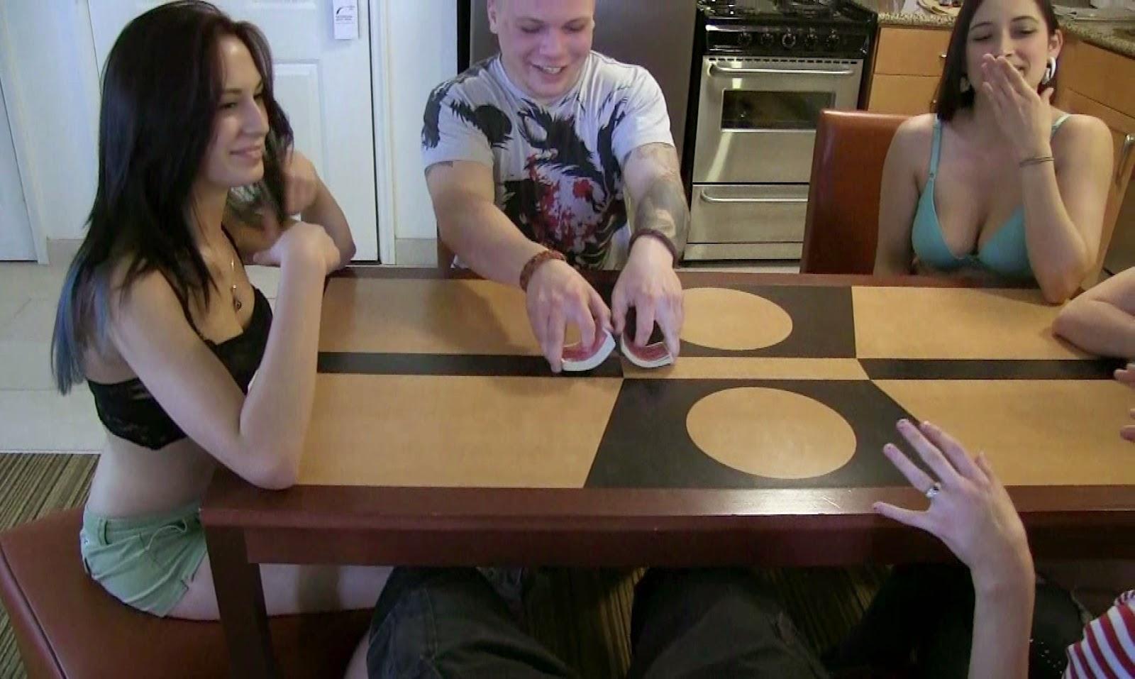Silvina luna strip poker