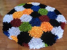 Tapete circular con circulos coloridos