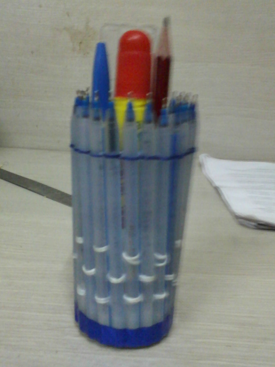 how to make pen stand from waste material