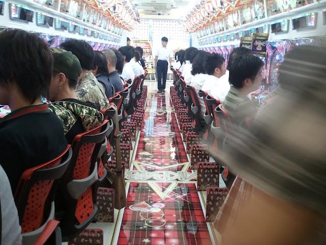 8月27日ぱちんこAKB48が導入されたビッグアップル秋葉原店の様子