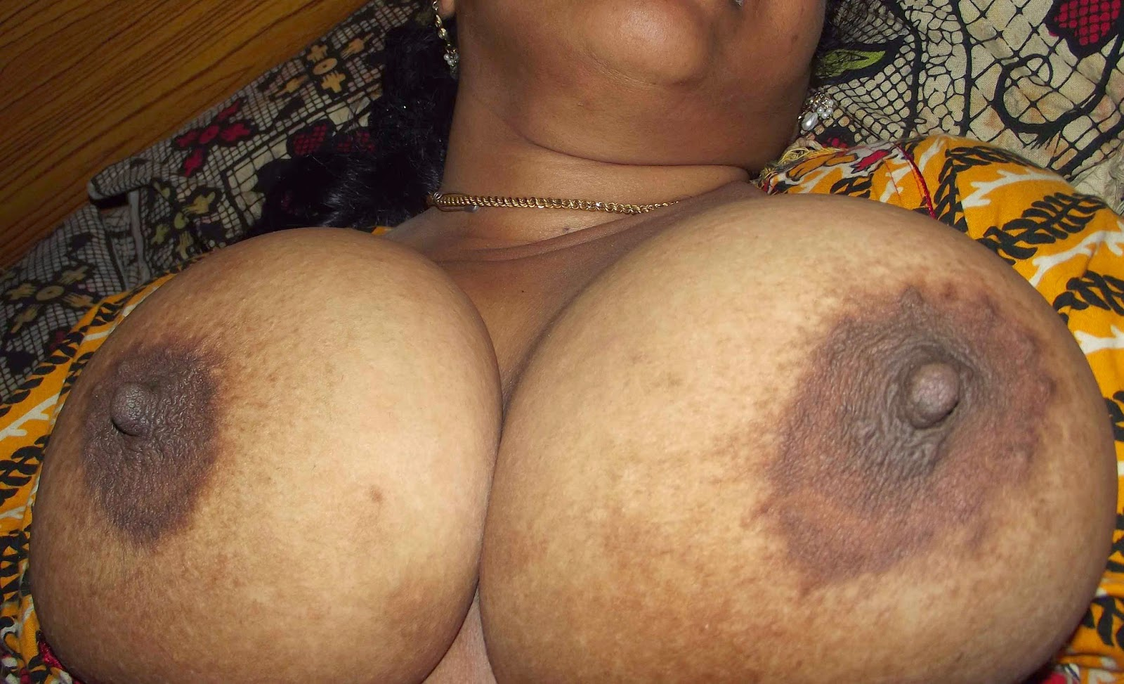 boobs big Desi aunty