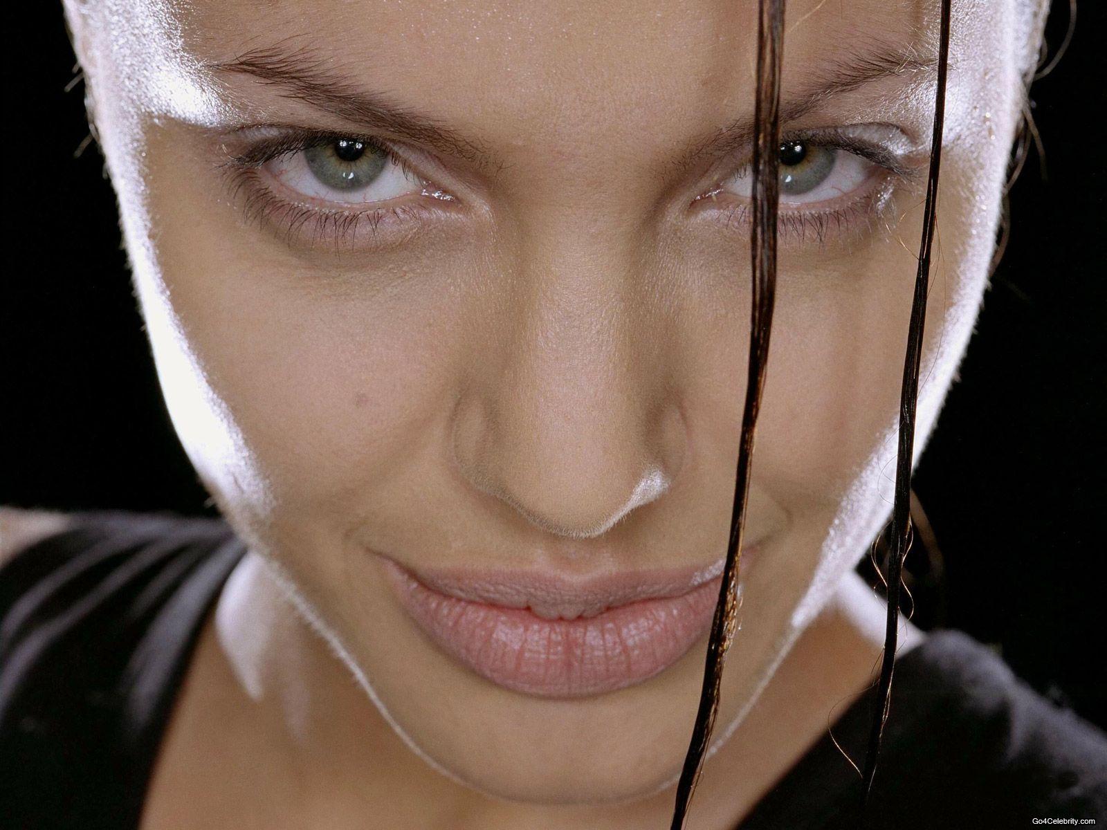 http://3.bp.blogspot.com/-Q41eAENl5kE/UBTlJA-xT9I/AAAAAAAAMbs/0JOUSWsZ1lA/s1600/Angelina-Jolie-276.jpg