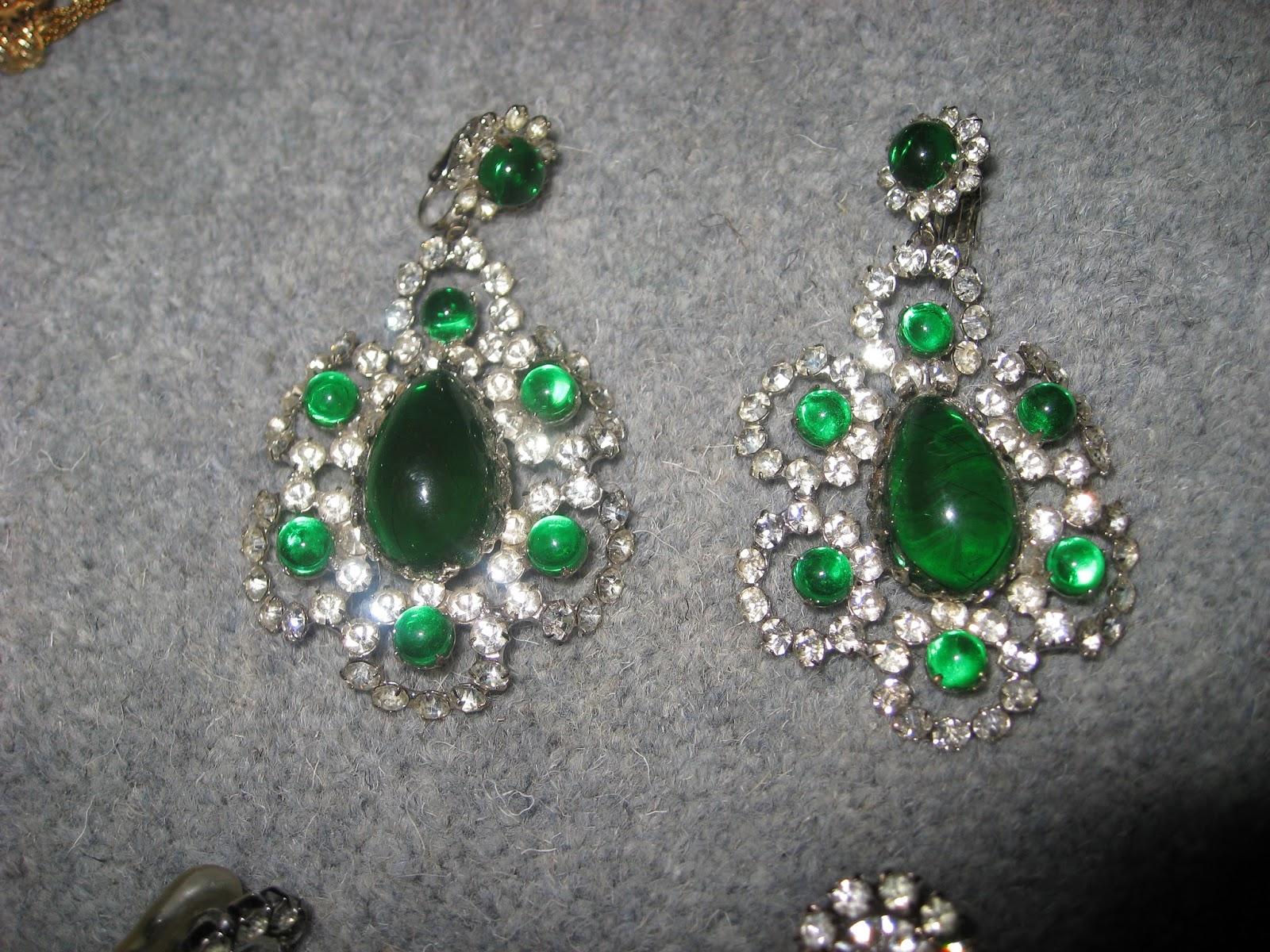 Beautiful Green Vintage Kjl Earrings Look Like Cabochon Emeralds