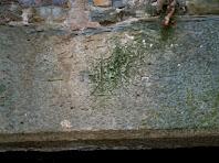Detall de la llinda de la porta d'accés a l'habitatge amb l'any 1753 gravat a la pedra