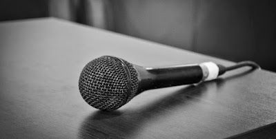 Consejos para manejar las pausas al hablar en público