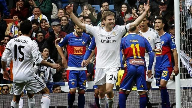 انتصار ساحق لريال مدريد وسقوط مدوي لبرشلونة وكلاهما بثلاثية