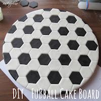DIY Fußball Cake Board