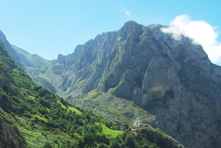 Cabrales, vista de Bulnes de Arriba