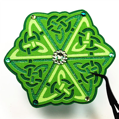 http://www.capadiadesign.com/2012/03/celtic-medallion-for-st-patricks-day.html#.UvmNR4X2XSk